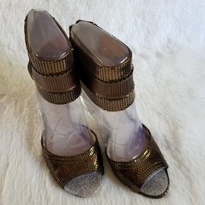 VINCE CAMUTO   Bronze Sandals
